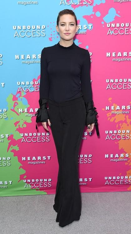 Foto: Gaya Seksi Kate Hudson Berambut Cepak di Karpet Merah