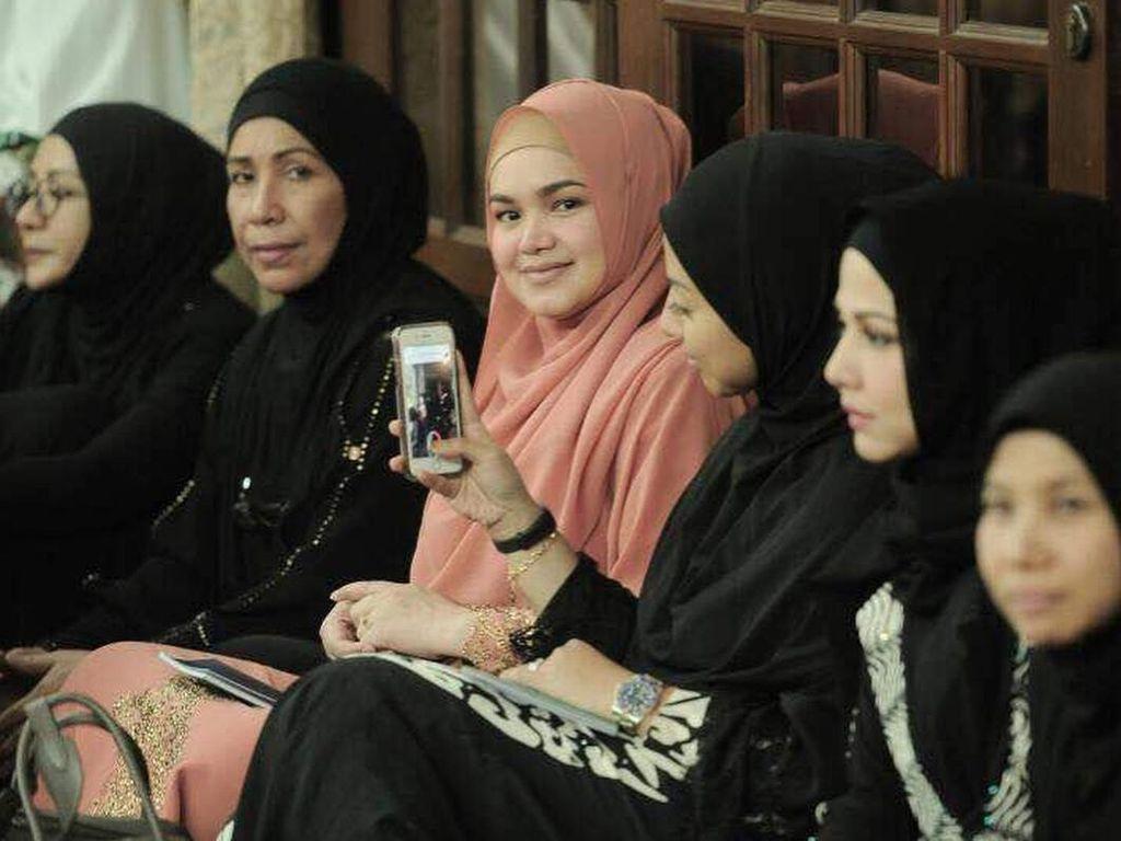 Foto: Cantiknya Siti Nurhaliza Saat Hamil Anak Pertama Setelah 11 Tahun Nikah