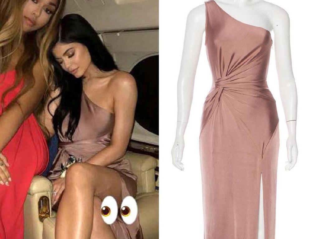 Kylie Jenner Jual Gaun Prom, Buka Harga Rp 9 Jutaan