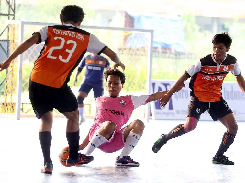 Sebanyak 320 tim terlibat dalam persaingan seru Super Soccer Futsal Battle 2017. Pertandingan-pertandingan yang digelar menggunakan aturan main internasional.