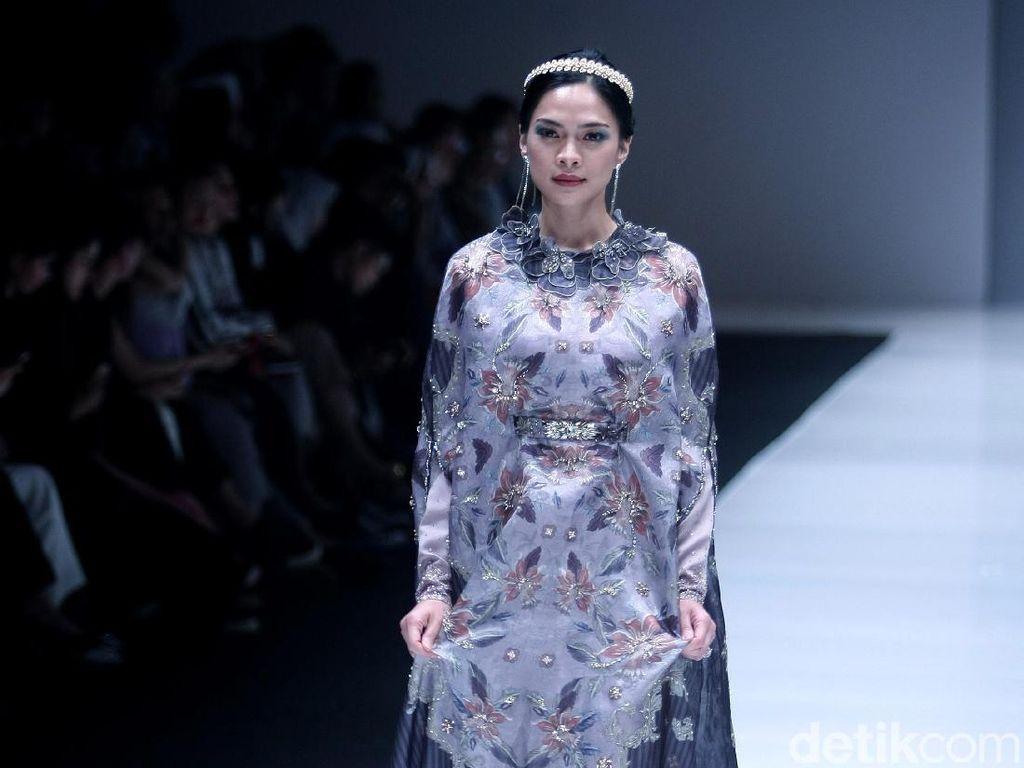 Foto: Aksi Tatjana Saphira Sampai Titiek Puspa Jadi Model di JFW