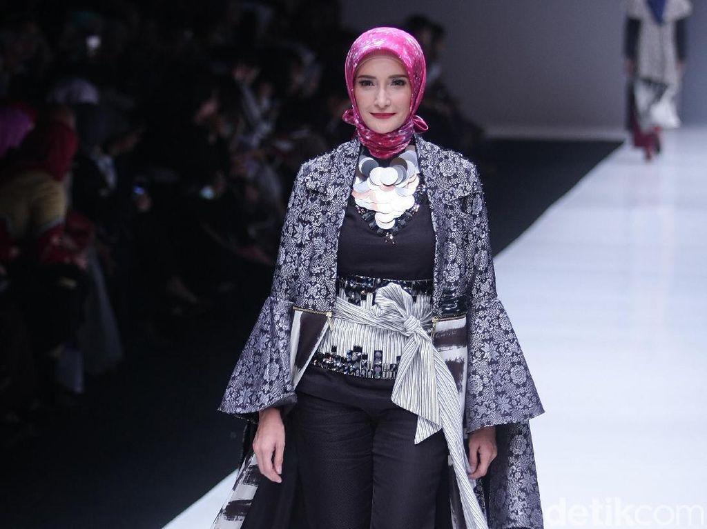 Dian Pelangi Ciptakan Motif Batik Baru Bernama Arsiran