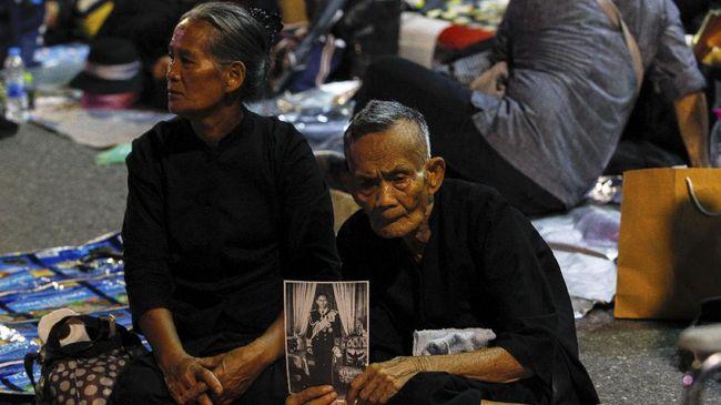 Polisi Hadang Ratusan Massa Aksi Unjuk Rasa di Bangkok