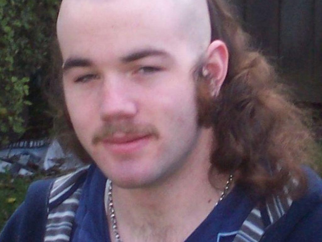 Foto: 20 Gaya Rambut Pria Paling Aneh, Mirip Kumis Hingga Buntut Tikus