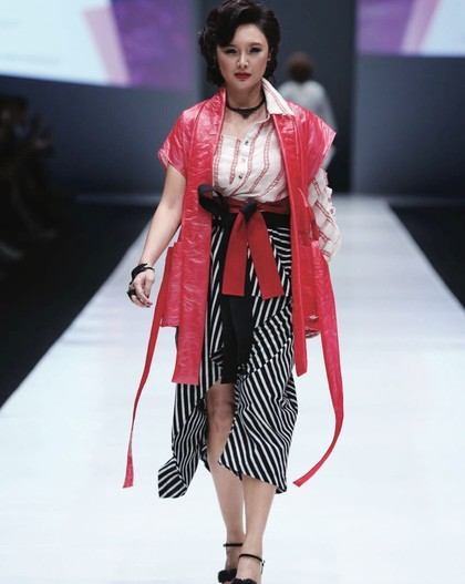 Foto: Tata, Mantan Istri Tommy Soeharto yang Seksi Bak Model di Usia 40an