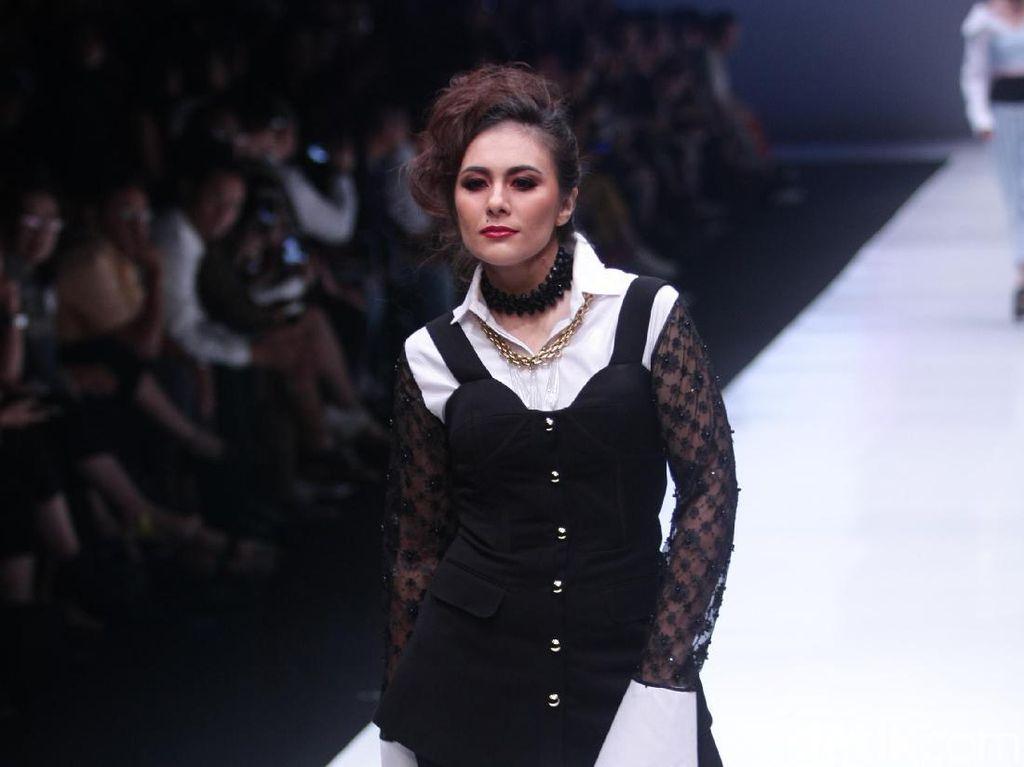 Foto: Gaya Mantan Istri Tommy Soeharto saat Eksis Lagi di Catwalk