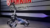 Yamaha TRITOWN merupakan kendaraan listrik kompak roda tiga untuk mendukung konektivitas antar fitur. Dengan dimensi 1.100x600x1.130 mm, kendaraan inibisa untuk mobilitas jarak pendek.(REUTERS/Toru Hanai)