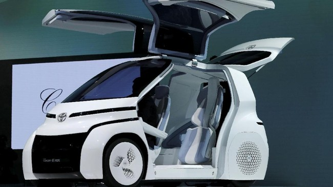 Toyota Concept-i Ride series menawarkan desain khas transportasi perkotaan yang telah dilengkapi dengan fitur khusus untuk kemudahan pengguna kursi roda danlansia.(REUTERS/Kim Kyung-Hoon)
