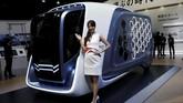 Isuzu memboyong konsep truk masa depan FD-SI. Sebagai kendaraan angkut light duty truck (truk ringan), Isuzu mengusung desain pola sarang lebah yang sekaligus berfungsi sebagai jendela dan kompartemen.(REUTERS/Toru Hanai)