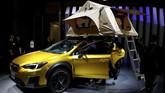 Subaru turut XV Fun Adventure Concept ditujukan untuk pecinta aktivitas luar ruangan dengan bodi kekar, ban khusus off-road, serta kelir kuning metalik. (REUTERS/Toru Hanai)
