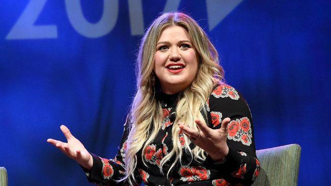 Kelly Clarkson Isi Suara Moxy di Film Animasi 'UglyDolls'