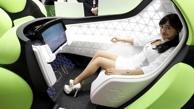Konsep futuristik Flesby membalut bodi kendaraan dengan karet yang diklaim aman jika tak sengaja menabrak pejalan kaki. (REUTERS/Kim Kyung-Hoon)
