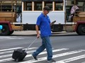 VIDEO: Honolulu Denda Pejalan Kaki yang Menggunakan Ponsel