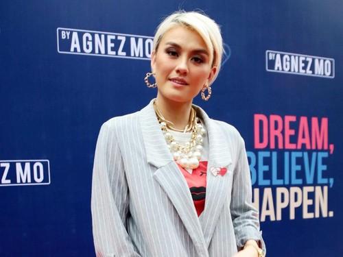 Agnez Mo Ungkap Selera Fashionnya Berubah-ubah Tergantung Kaca