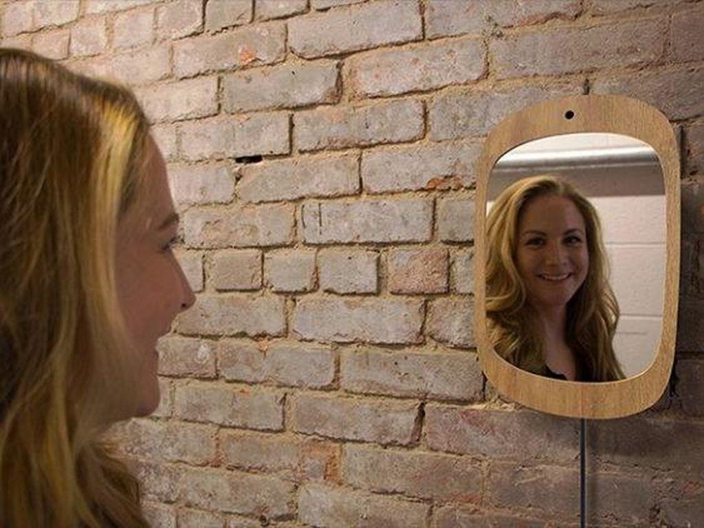 Hibur Pasien Kanker, Pria Ini Ciptakan Cermin Agar Kita Selalu Senyum