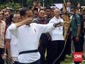 Ketika Jokowi Ajak Menteri dan Tamu Bermain Panahan