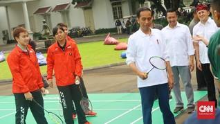 Jokowi Awali Acara Sumpah Pemuda dengan Main Badminton