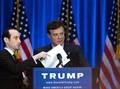 Mantan Ketua Kampanye Donald Trump Menyerahkan Diri