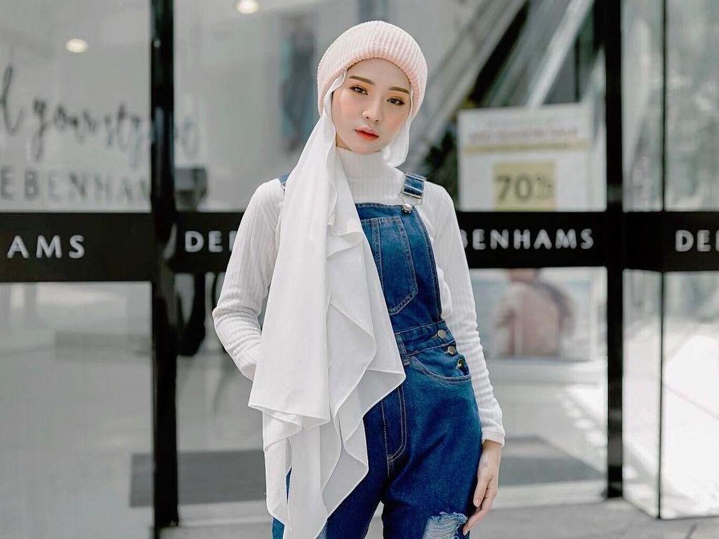 Foto: 10 Inspirasi Gaya Hijab Adira S yang Mirip Artis Korea, Cantik Banget