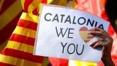 Para pengunjuk rasa meminta Spanyol dan Catalonia mencari solusi terbaik untuk memuaskan ego kedua belah pihak. (Reuters/Yves Herman)