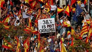 FOTO: Pekik Ratusan Ribu Warga Catalonia Tolak Kemerdekaan