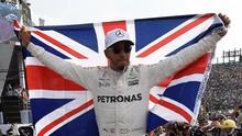 Hamilton Dikabarkan Kecelakaan Pakai Motor MotoGP Rossi