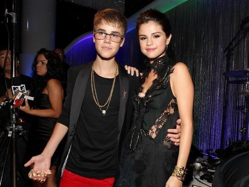 Justin Bieber Menangis Setelah Selena Gomez Dikabarkan Masuk Rumah Sakit?