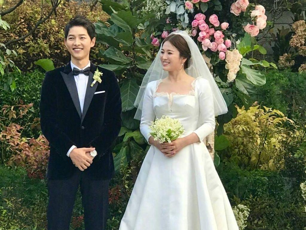 Foto: Melihat Lebih Dekat Megahnya Gaun Pernikahan Song Hye Kyo Karya Dior