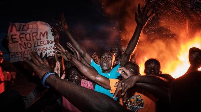 Protes yang dilancarkan pendukung Odinga membuat tempat pemungutan suara di 25 konstituen tidak bisa beroperasi. (AFP Photo/Yasuyoshi Chiba)