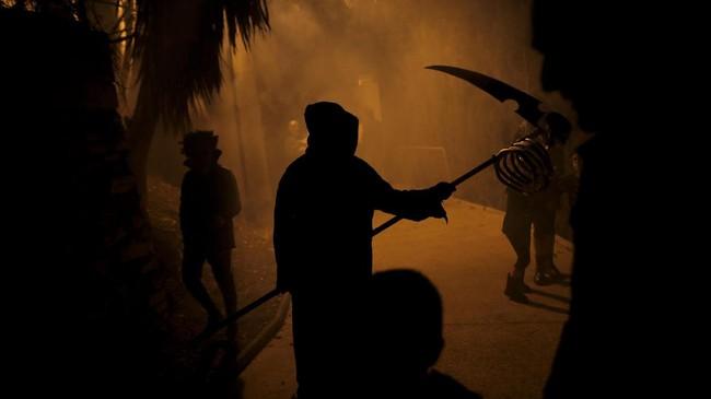 Selain di AS, perayaan Halloween juga diselenggarakan dalam acara 'Noche del Terror' atau Malam Teror di Spanyol. (REUTERS/Jon Nazca)