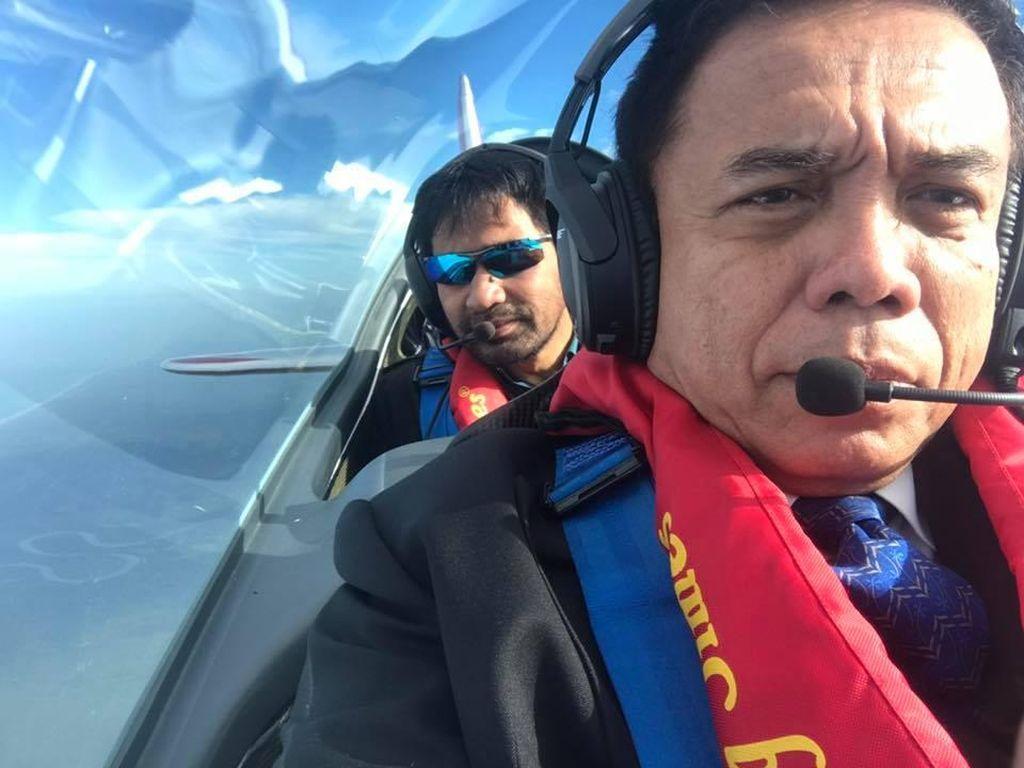 Pesawat yang diterbangkan Irwandi jenis Aero Shark. Saat insiden terjadi dia ditemani Asisten 2 Pemerintah Aceh dr Taqwallah. Keduanya selamat dan tak mengalami luka apapun. (Dok. Pribadi)