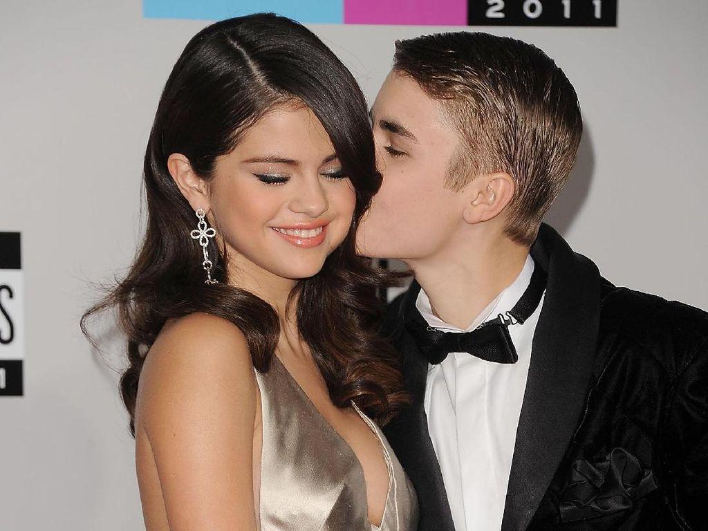 Ini Reaksi Manis Justin Bieber Saat Ditanya Soal Melamar Selena Gomez