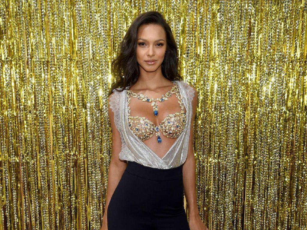 Foto: Mewahnya Fantasy Bra Seharga Rp 27 M di Fashion Show Victorias Secret