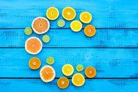 Antioksidan ini membantu metabolisme karbohidrat untuk energi dan melindungi tubuh dari stres oksidatif akibat olahraga. Menurut sebuah ulasan yang dipublikasikan di Journal of American College of Nutrition, asupan vitamin C yang tinggi dikaitkan dengan indeks massa tubuh (IMT) yang lebih rendah. Foto : Thinkstock