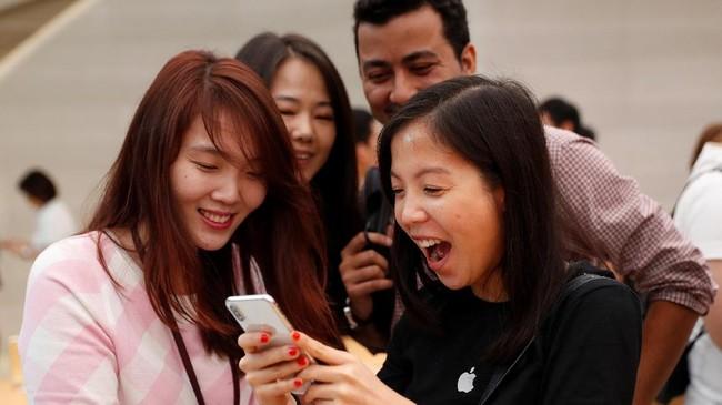 Apple juga membekali teknologi augmented reality(AR) untuk pertama kalinya pada perangkat iPhone X.(REUTERS/Edgar Su)