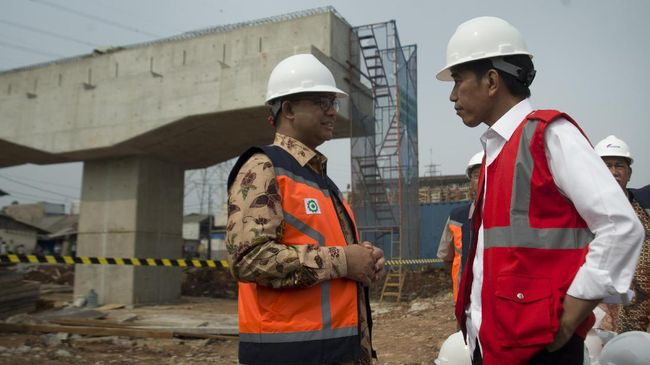 Jokowi: Tak Ada Masalah dengan Anies, Setiap Hari Guyon