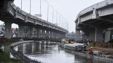Tol Becakayu Jadi 'Air Terjun', Kalimalang Tergenang Banjir
