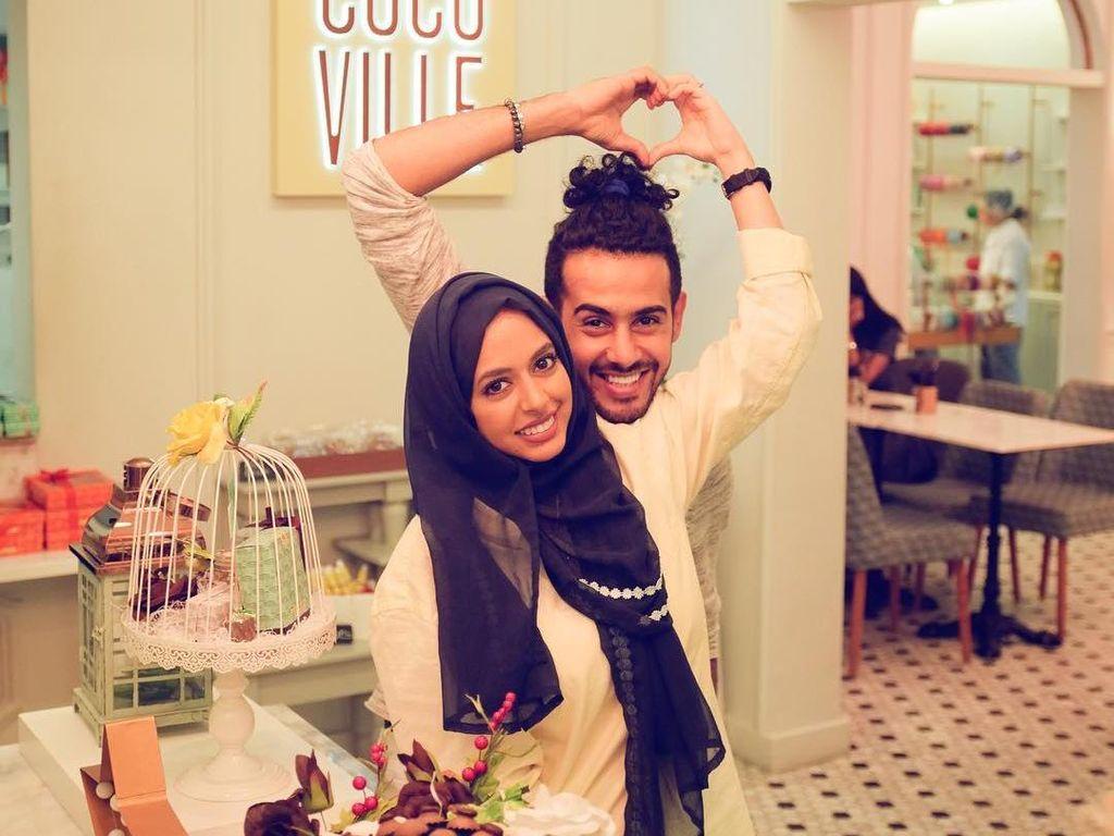 Unik, Pasangan Arab Ini Menikah Pakai Sepatu Roda