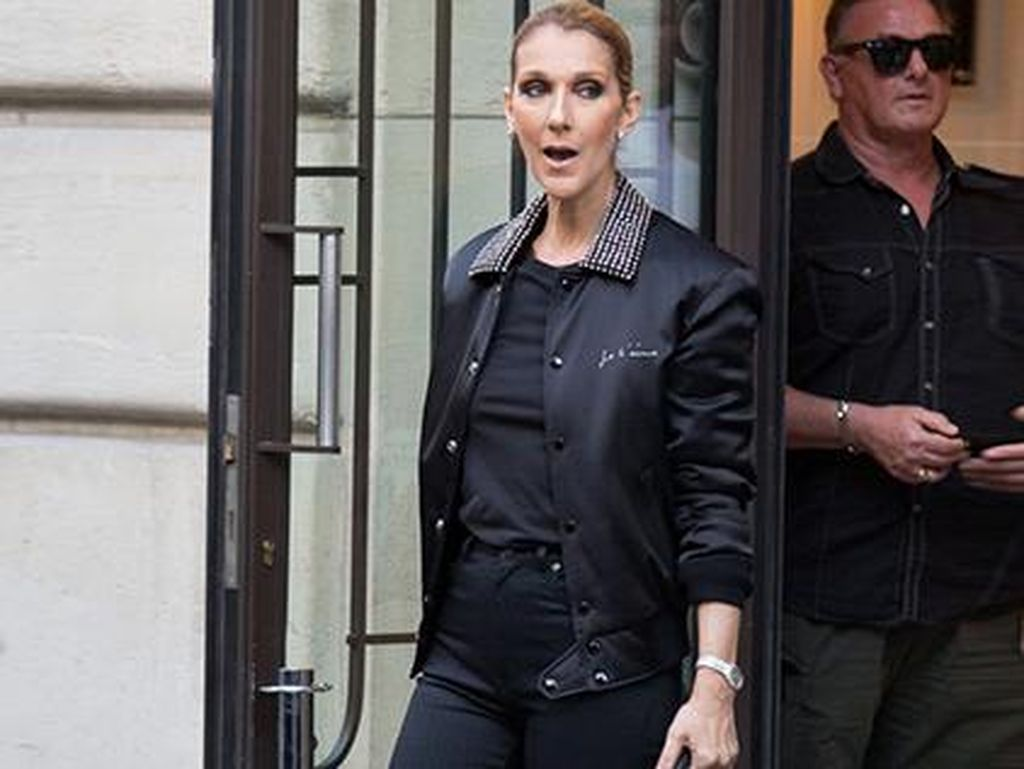 Hot Trend: Gaya Syahrini Sampai Kendall Jenner Pakai Boots YSL Rp 135 Juta