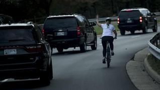 Dipecat Gara-gara Acungkan Jari Tengah ke Rombongan Trump