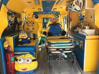 Ambulans bertema Minions ini didesain oleh seorang relawan bernama Naran Saengsinchai. Ia menghabiskan tabungannya sendiri untuk membuat interior ambulans serba kuning lengkap dengan pernak-pernik Minions. (Foto: Facebook/Leesuvan Nirun)