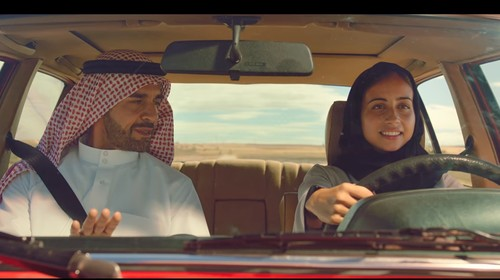 Iklan Coca Cola Jadi Kontroversi karena Tampilkan Hijabers Belajar Nyetir