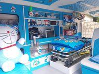 Meski ambulans terlihat lebih lucu dan banyak hiasan, kembali fungsi dasarnya sebagai kendaraan darurat tidak berubah. (Foto: Facebook/Leesuvan Nirun)