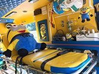 Meski dihiasi banyak barang Minions, ambulans tetap menyimpan peralatan medis yang memadai untuk keadaan darurat. (Foto: Facebook/Leesuvan Nirun)