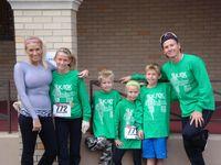 Todd bersama istri dan 4 anaknya dalam perlombaan Ironman. (Foto: Facebook/Todd Crandell)