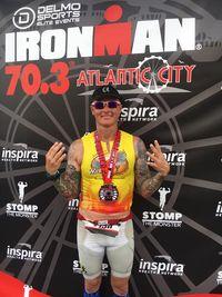 Todd Crandell di usianya yang sudah 50 tahun berhasil mencapai finish 28 kali di perlombaan Ironman penuh (226 km) dan 43 kali di setengah Ironman (113 km). (Foto: Facebook/Todd Crandell)