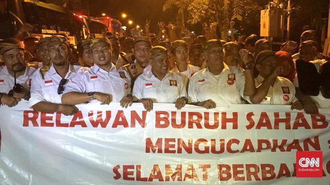 Usai Midodareni, Jokowi Membaur dengan Relawan