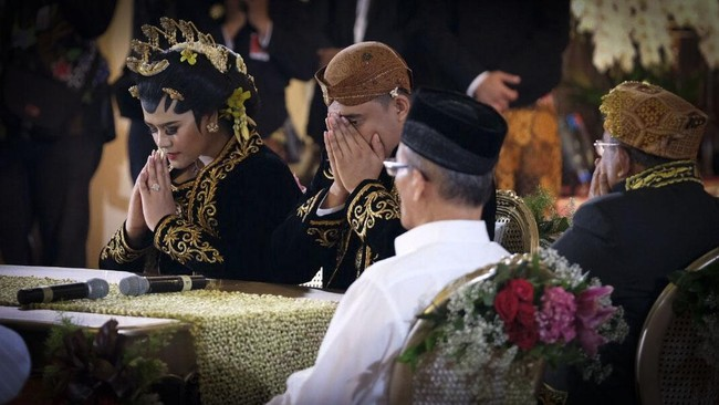 FOTO: Rona Cinta Pernikahan Kahiyang-Bobby