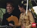 'Kilau' Iriana Jokowi Berkebaya Emas di Pernikahan Kahiyang