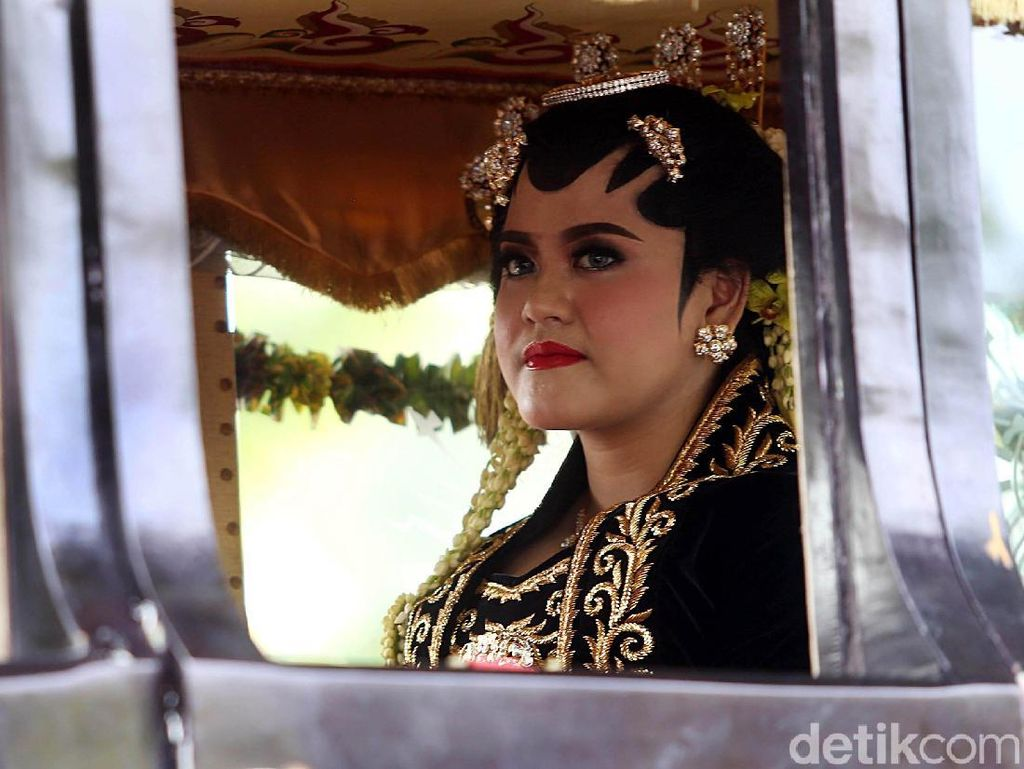 Foto: Cantiknya Kahiyang Ayu dengan Riasan Solo Putri Saat Akad Nikah
